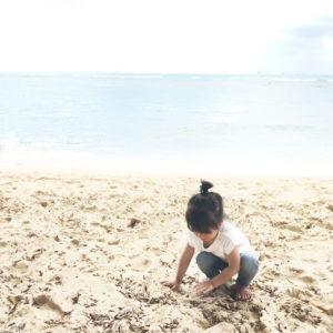 ハワイの海にて、写真撮影。砂浜。さわやかに。